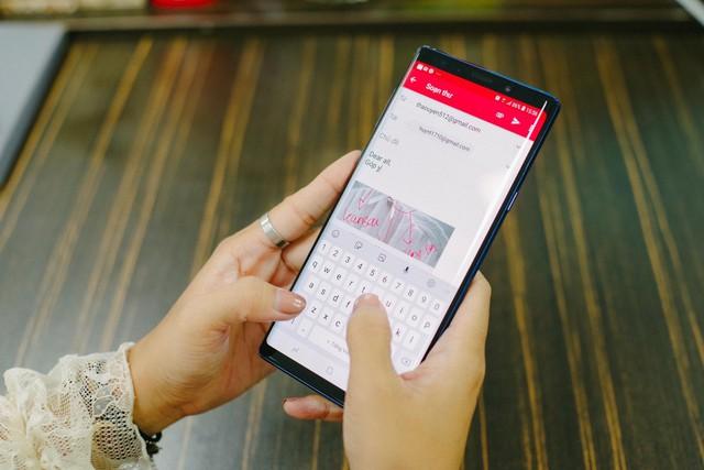 Hãy nhìn cách cô gái này dùng S-Pen, bạn sẽ tin rằng Galaxy Note9 thực sự hữu ích trong công việc - Ảnh 8.