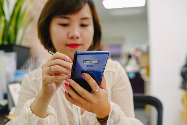 Hãy nhìn cách cô gái này dùng S-Pen, bạn sẽ tin rằng Galaxy Note9 thực sự hữu ích trong công việc - Ảnh 10.