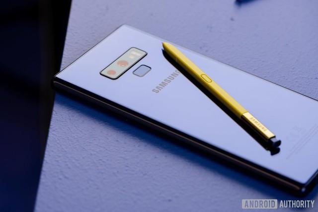 Top smartphone cao cấp dịp mua sắm cuối năm - Ảnh 2.