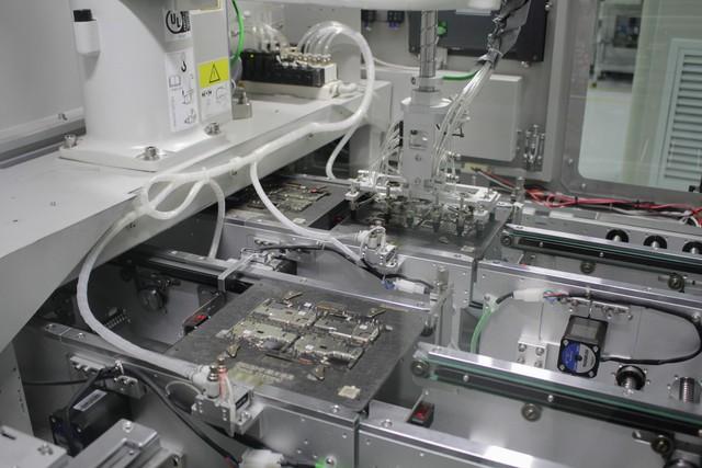 Tìm hiểu quy trình sản xuất smartphone R17 Pro sắp ra mắt của OPPO - Ảnh 2.