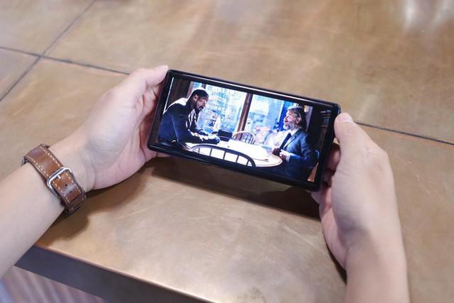 Dám khẳng định người thuộc chủ nghĩa hay xê dịch đều thích dùng smartphone kiểu này - Ảnh 5.