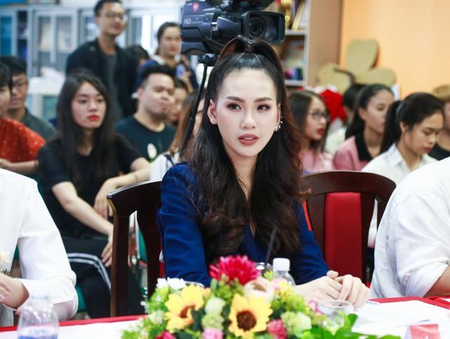 Giải vàng siêu mẫu 2018 – Quỳnh Hoa bất ngờ ngồi ghế giám khảo Sơ kết Miss UEF 2019 - Ảnh 2.