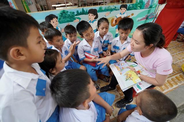 """Fuji Xerox và Tổ chức Cứu trợ Trẻ em tiếp tục khởi động dự án trao tặng tài liệu học tập """"Cho Em Vui Đến Trường"""" - Ảnh 2."""