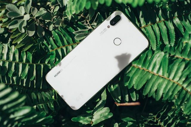 Phải cầm trên tay mới thấy Huawei Nova 3i phiên bản Trắng ngọc trai khác biệt với các smartphone màu trắng khác như thế nào - Ảnh 3.