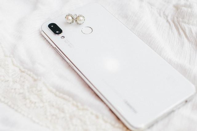 Phải cầm trên tay mới thấy Huawei Nova 3i phiên bản Trắng ngọc trai khác biệt với các smartphone màu trắng khác như thế nào - Ảnh 5.
