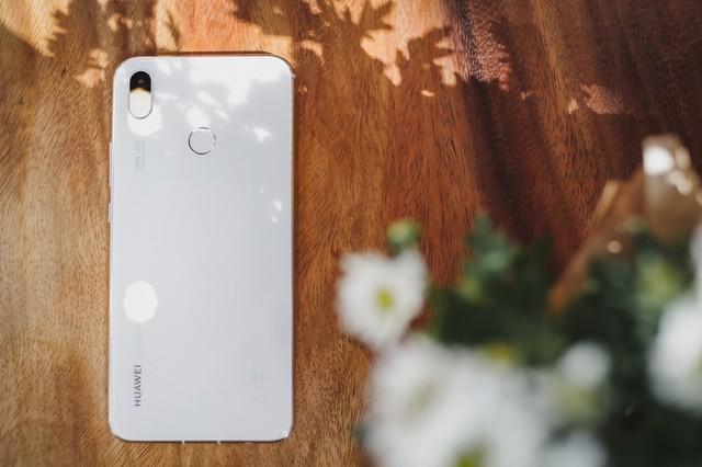 Phải cầm trên tay mới thấy Huawei Nova 3i phiên bản Trắng ngọc trai khác biệt với các smartphone màu trắng khác như thế nào - Ảnh 7.