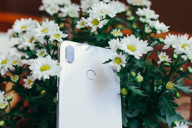 Phải cầm trên tay mới thấy Huawei Nova 3i phiên bản Trắng ngọc trai khác biệt với các smartphone màu trắng khác như thế nào - Ảnh 9.