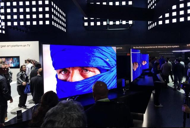 Chiêm ngưỡng tận mắt TV 8K 98 inch của Samsung: cực hạn hiển thị - Ảnh 1.