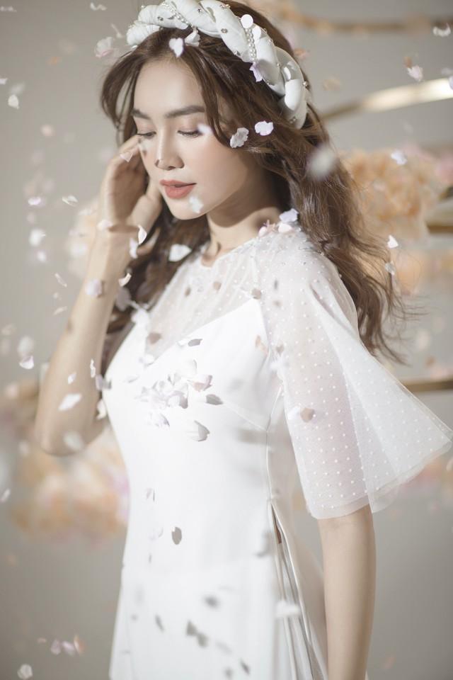 """""""Gái già"""" Ninh Dương Lan Ngọc khiến fan mãn nhãn với vẻ quyến rũ trong tà áo dài truyền thống đón Tết - ảnh 3"""