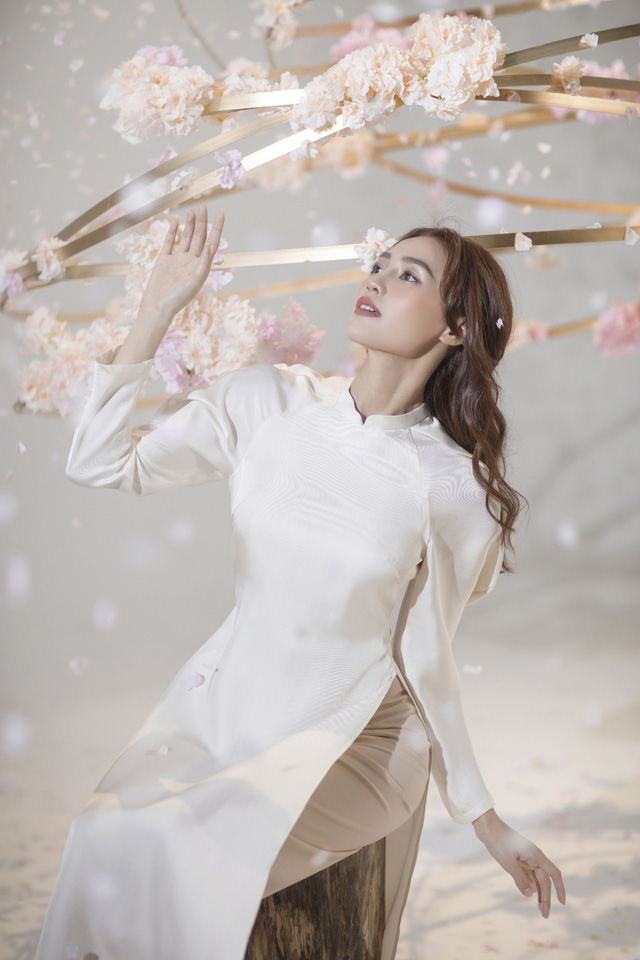"""""""Gái già"""" Ninh Dương Lan Ngọc khiến fan mãn nhãn với vẻ quyến rũ trong tà áo dài truyền thống đón Tết - ảnh 5"""