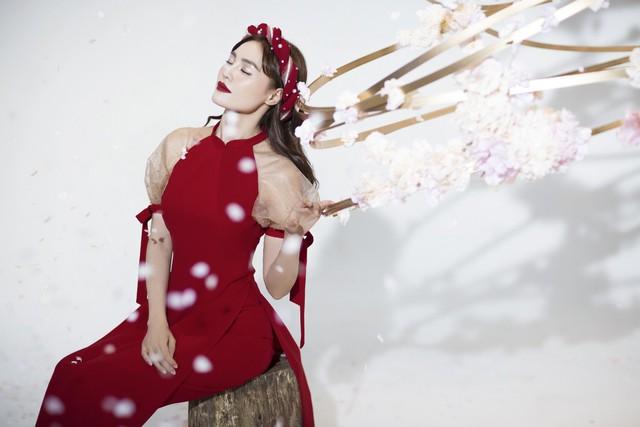 """""""Gái già"""" Ninh Dương Lan Ngọc khiến fan mãn nhãn với vẻ quyến rũ trong tà áo dài truyền thống đón Tết - ảnh 7"""