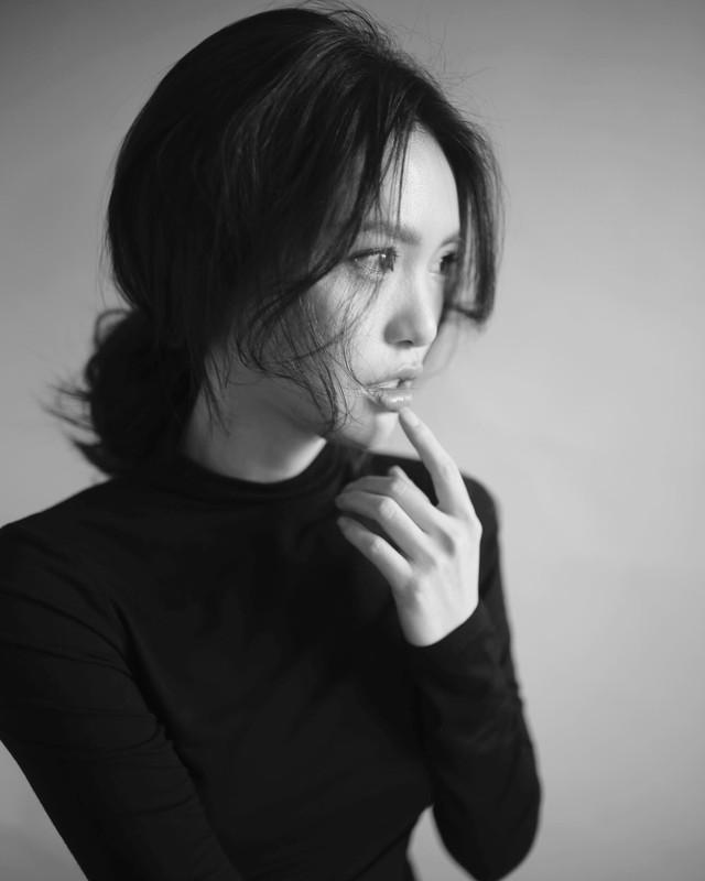 """""""Gái già"""" Ninh Dương Lan Ngọc khiến fan mãn nhãn với vẻ quyến rũ trong tà áo dài truyền thống đón Tết - ảnh 9"""