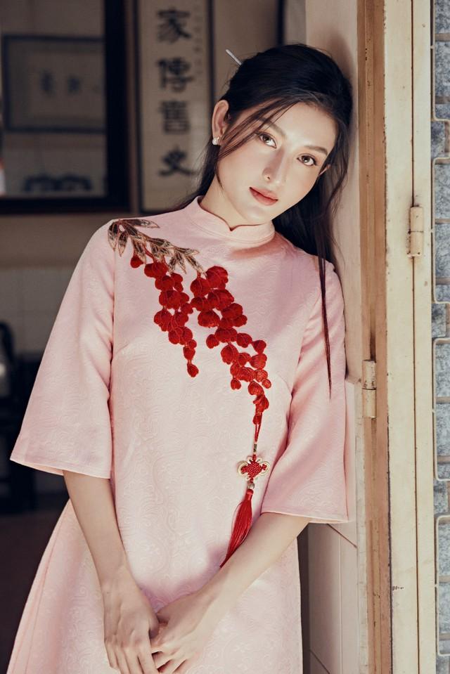 Huyền My đẹp mơ màng trong tà áo dài của Oceana London - ảnh 4