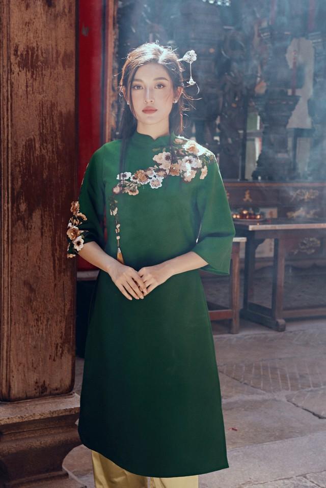 Huyền My đẹp mơ màng trong tà áo dài của Oceana London - ảnh 6