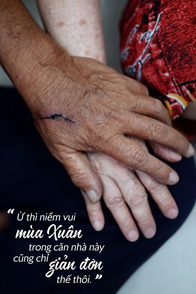 Chuyện tình sâu đậm của ông cụ 70 tuổi mù lòa ở Sài Gòn, 25 năm bán bánh nuôi vợ bệnh tật - Ảnh 5.