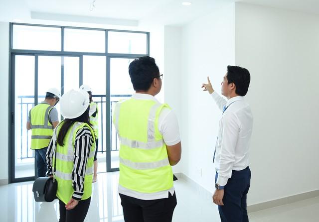 Phú Đông Premier: Khách hàng kiểm chứng căn hộ thật ngay tại công trường - Ảnh 2.