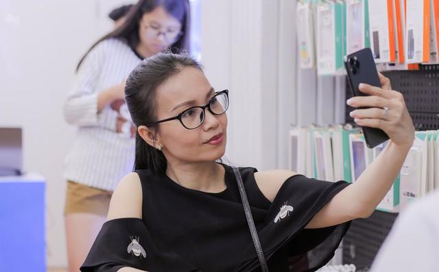 Ca sĩ Phi Nhung, Cẩm Ly gợi ý mua iPhone 11 Pro Max 2 sim nano - Ảnh 2.