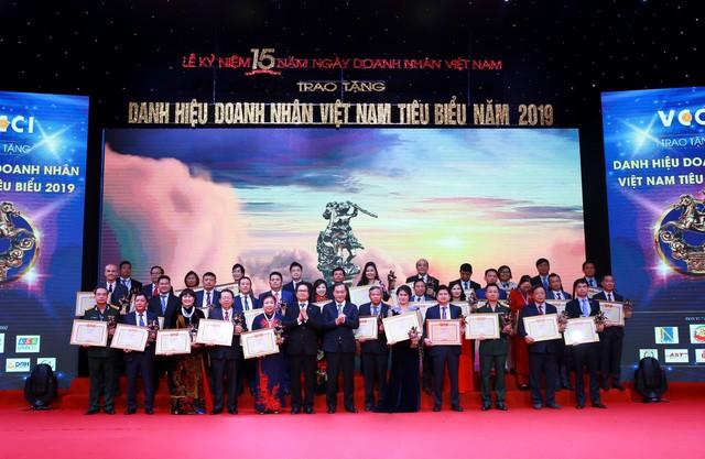 TGĐ Dược phẩm Tâm Bình được vinh danh Doanh nhân Việt Nam tiêu biểu 2019 - Ảnh 1.