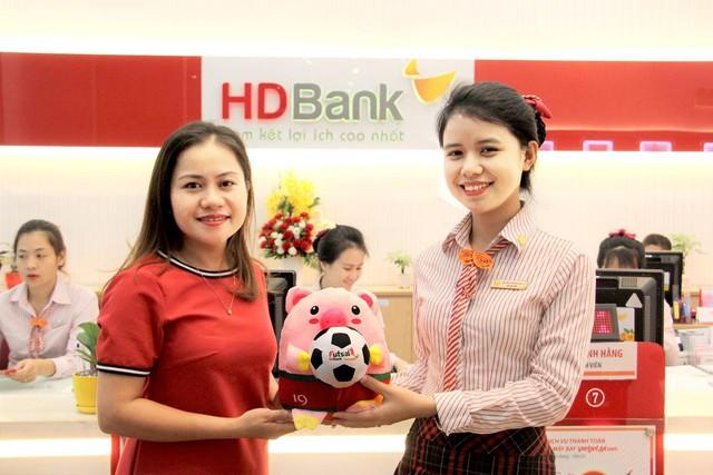Hàng ngàn quà tặng dành cho khách hàng gửi tiết kiệm đồng hành cùng giải Futsal HDBank Đông Nam Á - Ảnh 1.