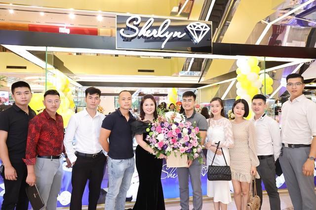 Sherlyn Diamond chính thức khai trương showroom thứ năm tại Vincom Trần Duy Hưng - Ảnh 1.