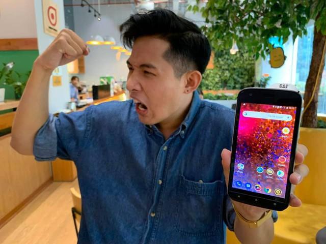 """Cộng đồng YouTuber Việt phát cuồng vì chiếc điện thoại """"ngửi"""" được chất độc hại CAT Phone! - Ảnh 5."""