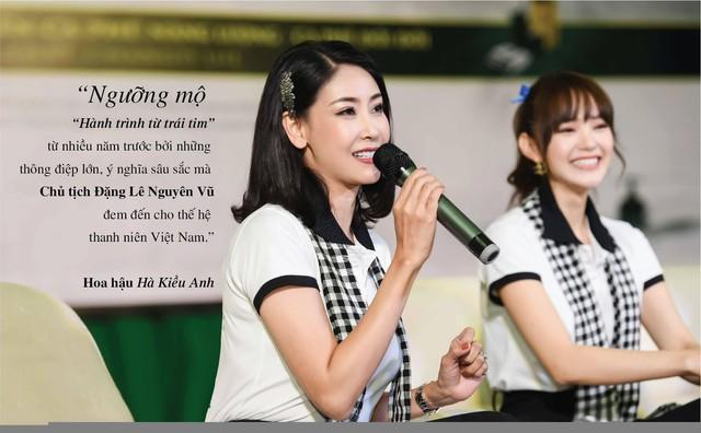 Những câu nói ấn tượng của người đẹp Việt khi tặng sách tại Đồng bằng Sông Cửu Long - Ảnh 1.