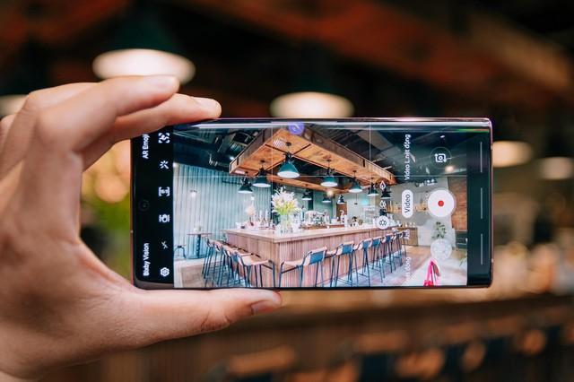 Danh hiệu đứng đầu phân khúc smartphone dành cho pro năm 2019 khó thoát khỏi tay Samsung? - Ảnh 3.