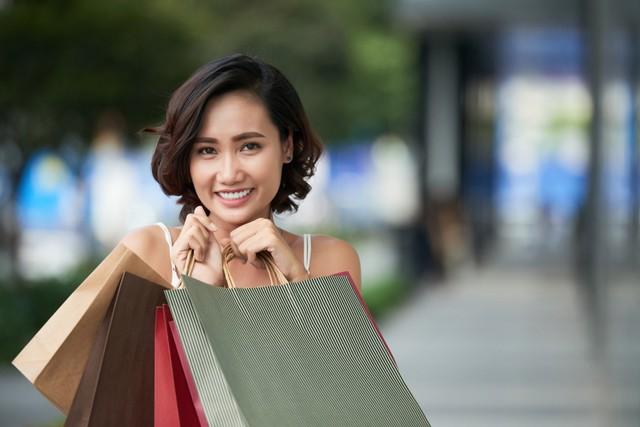 Xu hướng đi mua sắm chỉ cầm smartphone không cần tiền mặt lên ngôi - ảnh 1