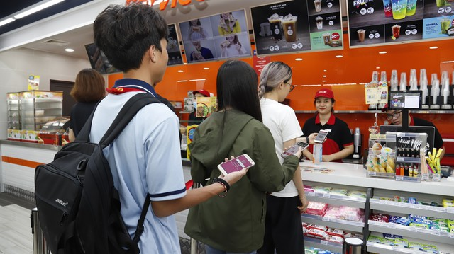 Xu hướng đi mua sắm chỉ cầm smartphone không cần tiền mặt lên ngôi - ảnh 3