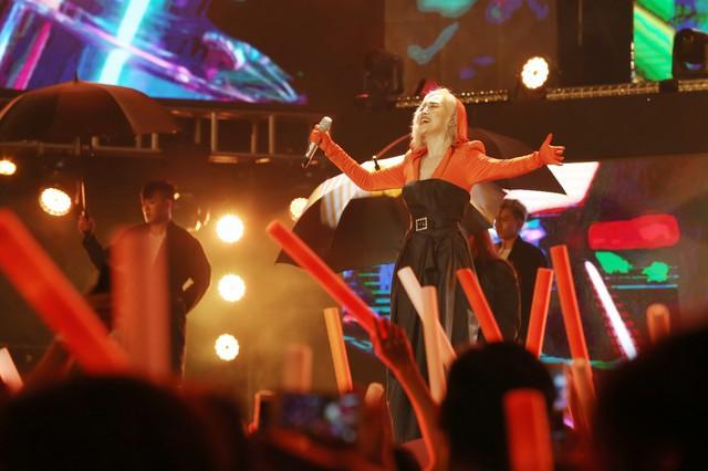 """Chẳng cần sao ngoại """"lung linh"""", FWD Music Fest vẫn hút fans - Ảnh 1."""