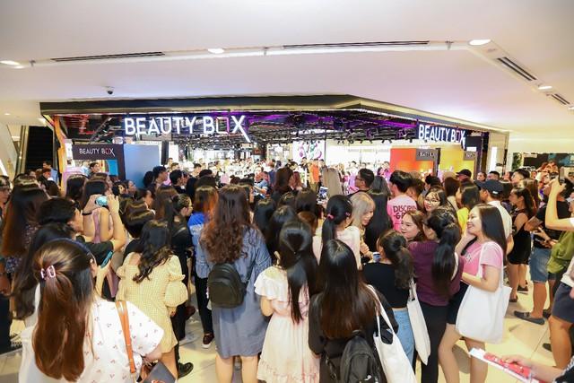 """Hơn 3.000 chị em hưởng ứng tuyên ngôn """"Đẹp bất chấp"""" cùng Beauty Box tại flagship store """"siêu hoành tráng"""" - Ảnh 1."""