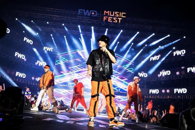 """Chẳng cần sao ngoại """"lung linh"""", FWD Music Fest vẫn hút fans - Ảnh 2."""