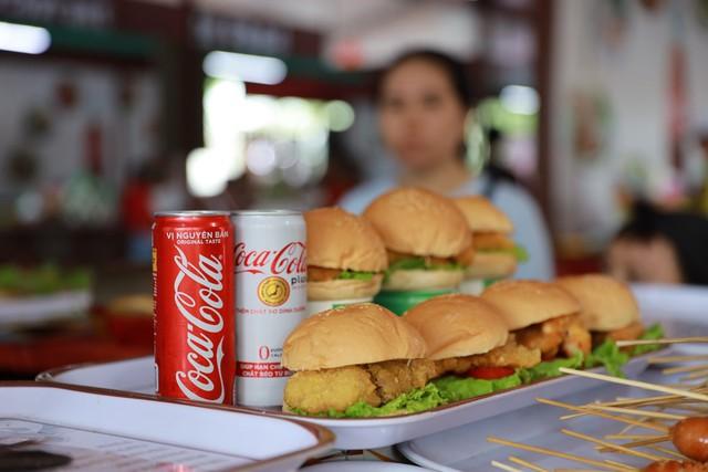 Mở rộng hoạt động tới tận thành phố Vinh, Coca-Cola biến Lễ hội Ẩm thực thành một xu hướng của giới trẻ cả nước - Ảnh 7.