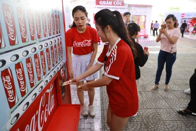 Mở rộng hoạt động tới tận thành phố Vinh, Coca-Cola biến Lễ hội Ẩm thực thành một xu hướng của giới trẻ cả nước - Ảnh 12.