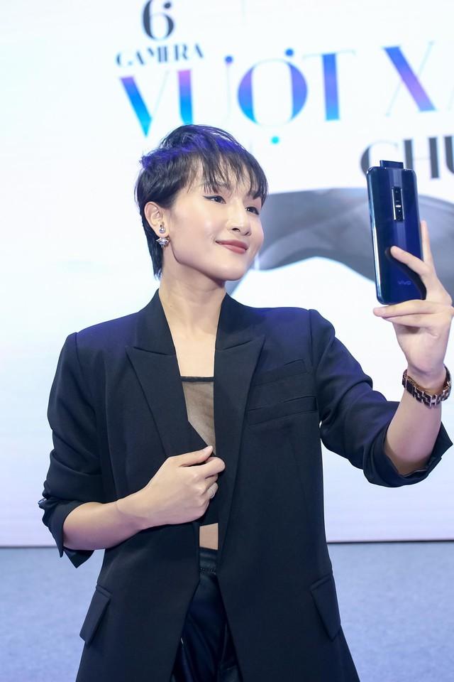Vivo V17 Pro chinh phục Noo Phước Thịnh và dàn fashionista Việt ngay khi ra mắt với thông điệp mới lạ - ảnh 11