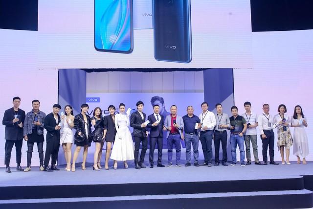 Vivo V17 Pro chinh phục Noo Phước Thịnh và dàn fashionista Việt ngay khi ra mắt với thông điệp mới lạ - ảnh 15