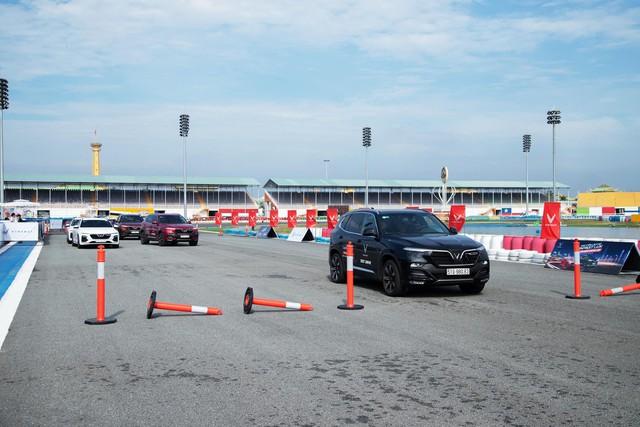 """VinFast LUX đem đến trải nghiệm """"cực đã"""" cho khách miền Nam qua 3 bài lái từ chuyên  gia quốc tế - Ảnh 4."""