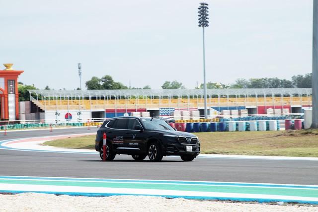 """VinFast LUX đem đến trải nghiệm """"cực đã"""" cho khách miền Nam qua 3 bài lái từ chuyên  gia quốc tế - Ảnh 7."""