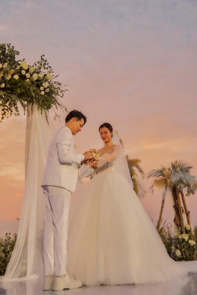 Xem cặp nhẫn cưới có 1-0-2 của Đông Nhi - Ông Cao Thắng - ảnh 4
