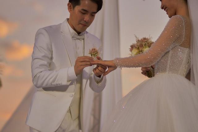 Xem cặp nhẫn cưới có 1-0-2 của Đông Nhi - Ông Cao Thắng - ảnh 5
