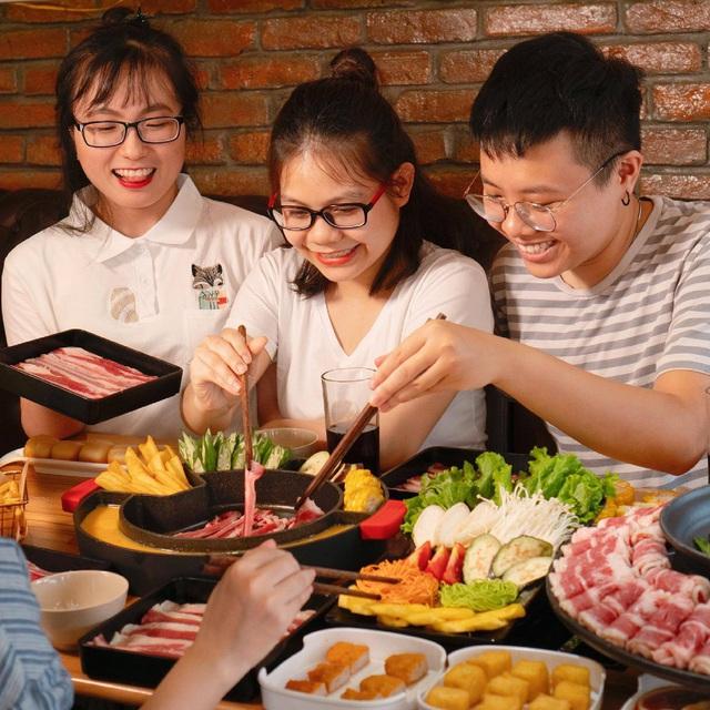 Food Center: Từ hàng quán vỉa hè đến thương hiệu lẩu triệu đô dành cho người Việt - Ảnh 2.