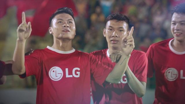 Trước cuộc đối đầu với Thái Lan, Quang Hải xuất hiện trong phim ngắn gây bão Youtube - Ảnh 2.