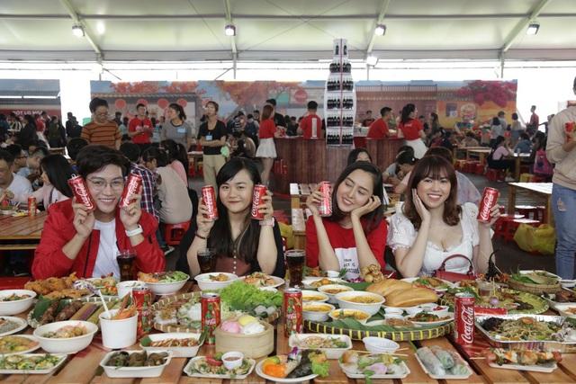 """Giới trẻ Sài thành đổ xô đi tìm """"vị mùa thu"""" tại Lễ hội Ẩm thực châu Á - ảnh 10"""