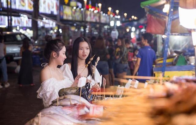 Hé lộ hết các điểm đến cực chất ở Malaysia trong MV mới của Phương Ly - Ảnh 7.