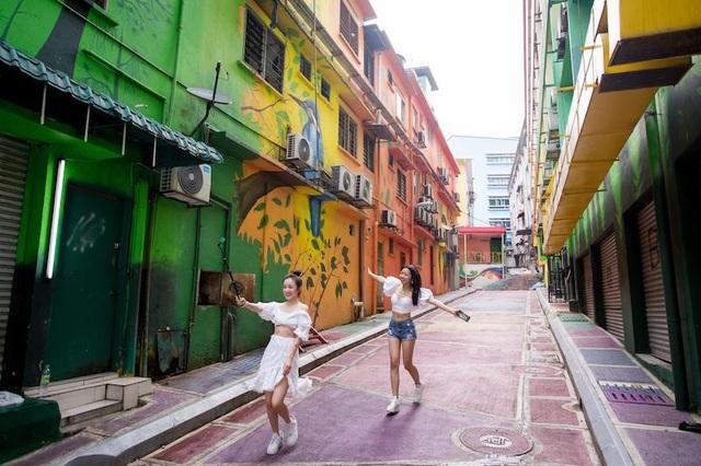 Hé lộ hết các điểm đến cực chất ở Malaysia trong MV mới của Phương Ly - Ảnh 8.