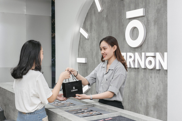 """Hơn 1 năm sau Shark Tank, Startup đồng hồ """"made by Vietnam"""" phát triển thần tốc với tốc độ tăng trưởng 700% đáng kinh ngạc - Ảnh 1."""