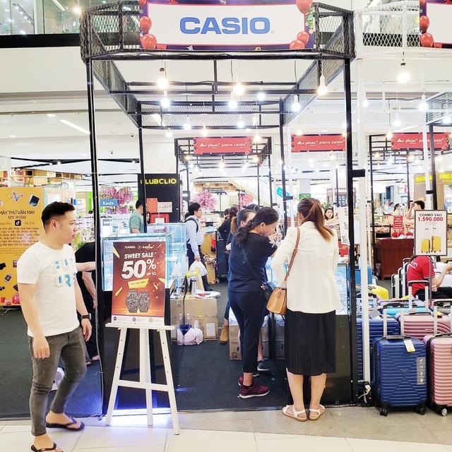 Black Friday sale trở lại Vạn Hạnh Mall - bùng nổ hơn, giảm giá sâu hơn - Ảnh 2.