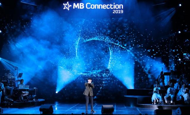 """Đêm nhạc tri ân khách hàng của MB: """"Khi ta 25 – Live Concert"""" - chạm đến trái tim khán giả - Ảnh 2."""