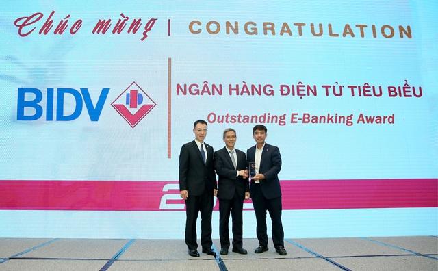 BIDV nhận cú đúp Giải thưởng Ngân hàng Việt Nam tiêu biểu - Ảnh 1.
