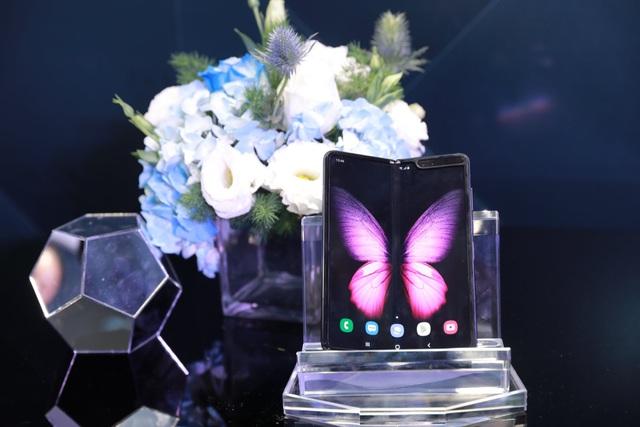 Màn ra mắt Galaxy Fold tại Việt Nam: Không chỉ là sự kiện công nghệ mà còn là buổi tiệc xa hoa bậc nhất - Ảnh 3.
